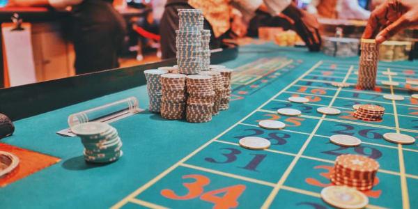 3 parimat pokkerivariatsiooni, mida võrgus mängida